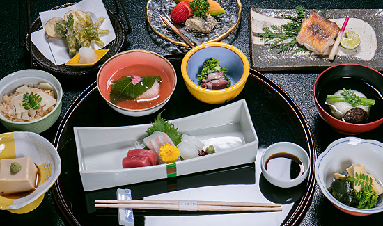 1 night stay + Special Kaiseki dinner + Breakfast