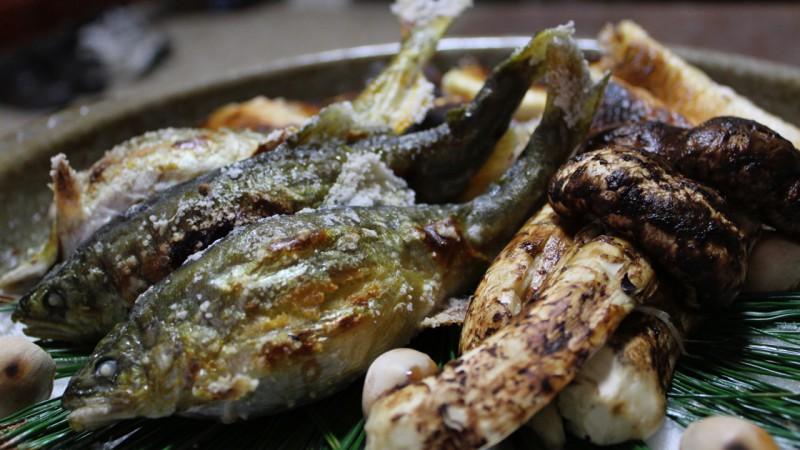 美山川の鮎と京都産の松茸